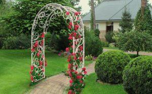 Садовая арка на даче