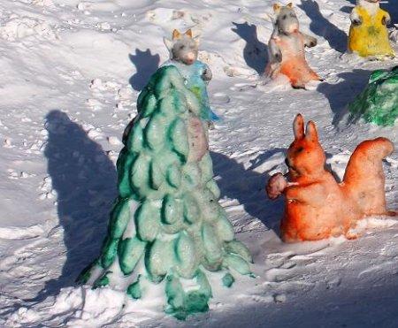 Украшаем участок снежными фигурами
