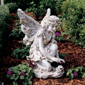 Статуи и скульптуры в саду