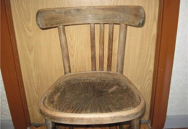 Как склеить деревянный стул?
