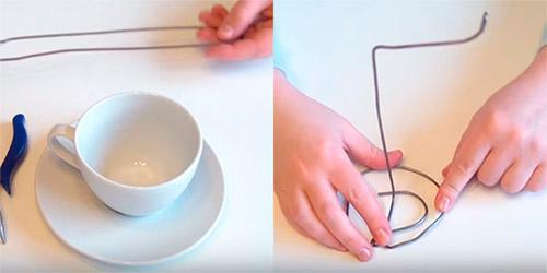 Чашка с блюдцем и основа для парящей чашки