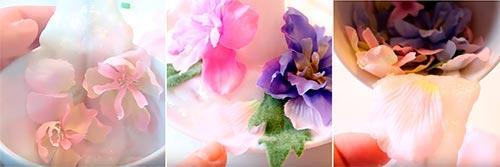 Приклеиваем цветы внутрь парящей чашки и на блюдце