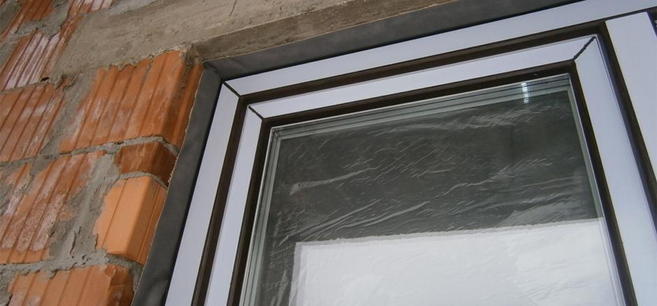 Прикрепление окна к стене